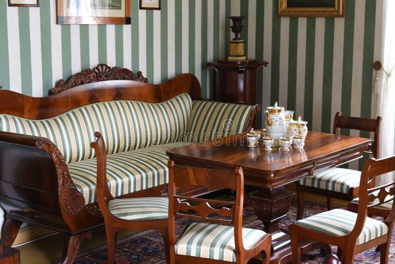 Retro sequoia d'annata che pranza la stanza del t? fotografia stock