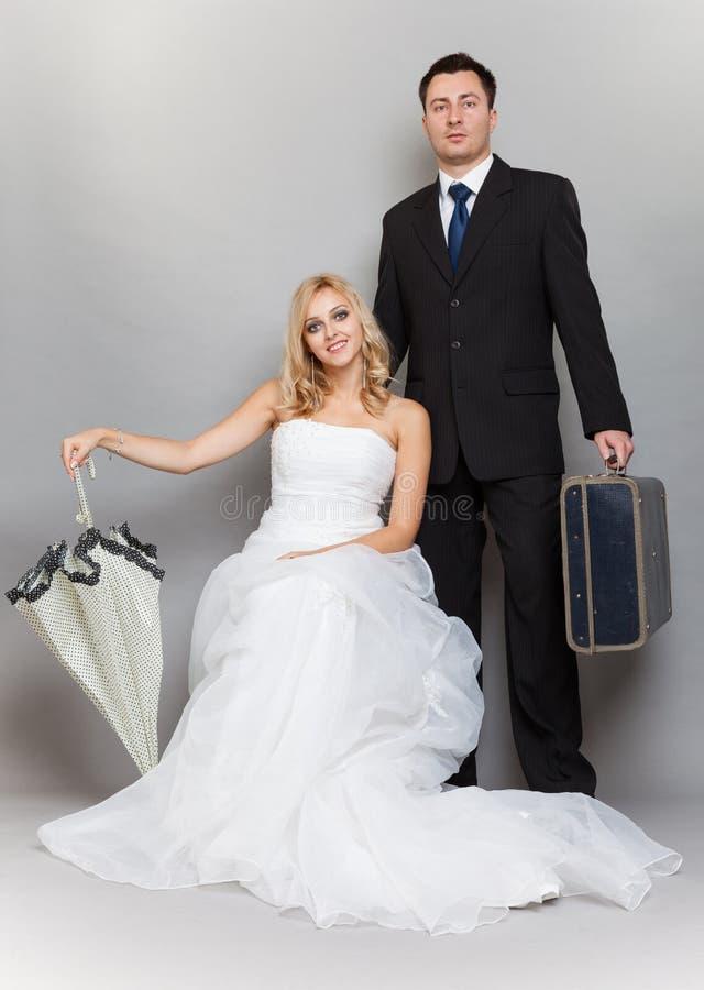 Retro skott för gift parbrud- och brudgumstudio arkivfoton