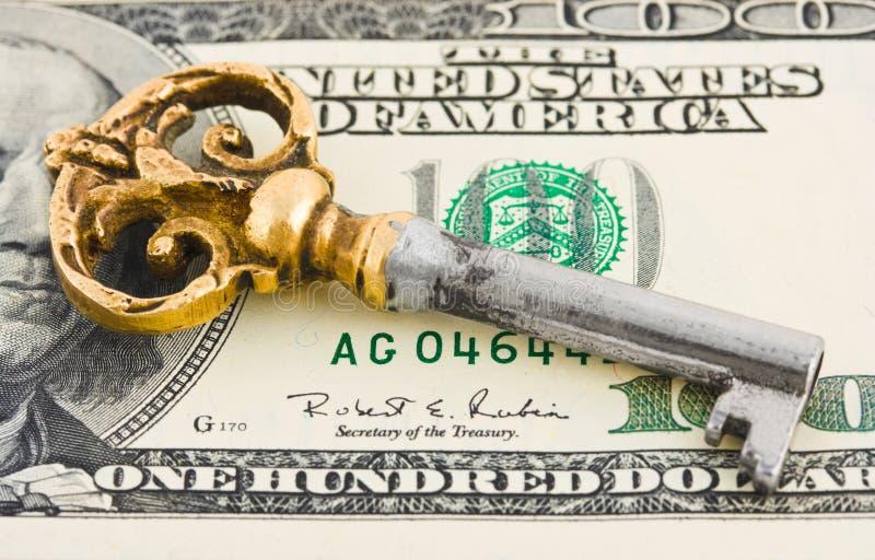 Retro sleutel en geld stock foto