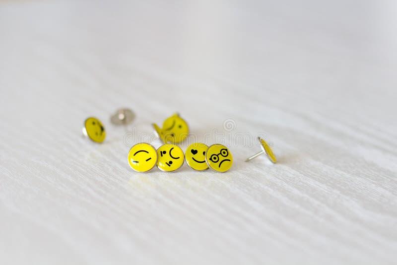 Retro Smiley Face Emoticon Push Pins royaltyfria foton