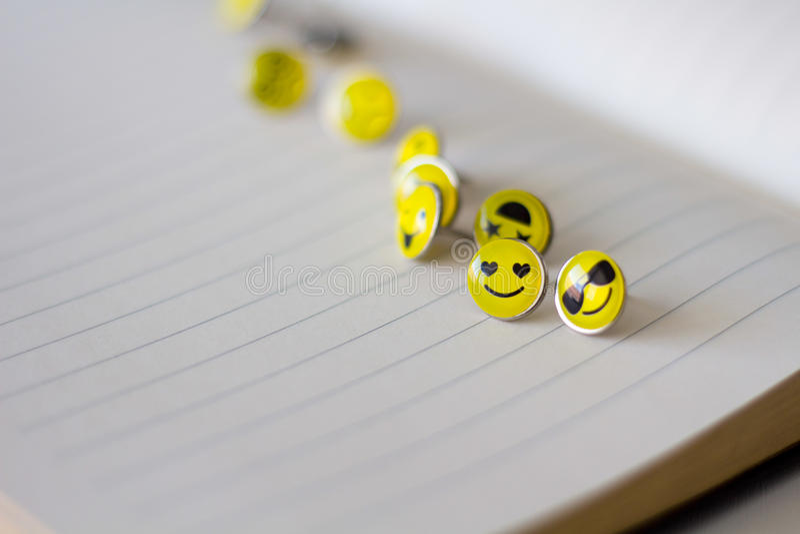 Retro Smiley Face Emoticon Push Pins arkivfoton