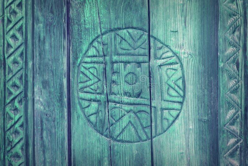 Retro sniden wood cirkelprydnad royaltyfri bild