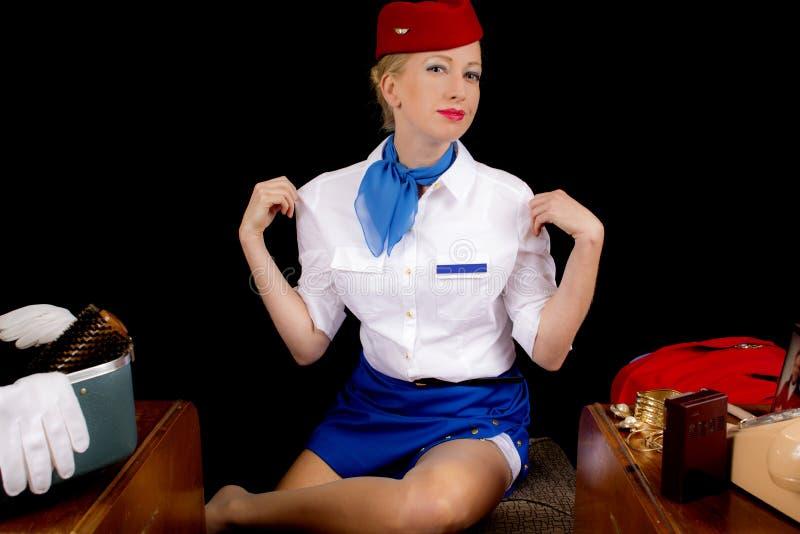 Retro- Stewardess Undressing oder Kleiden lizenzfreies stockbild