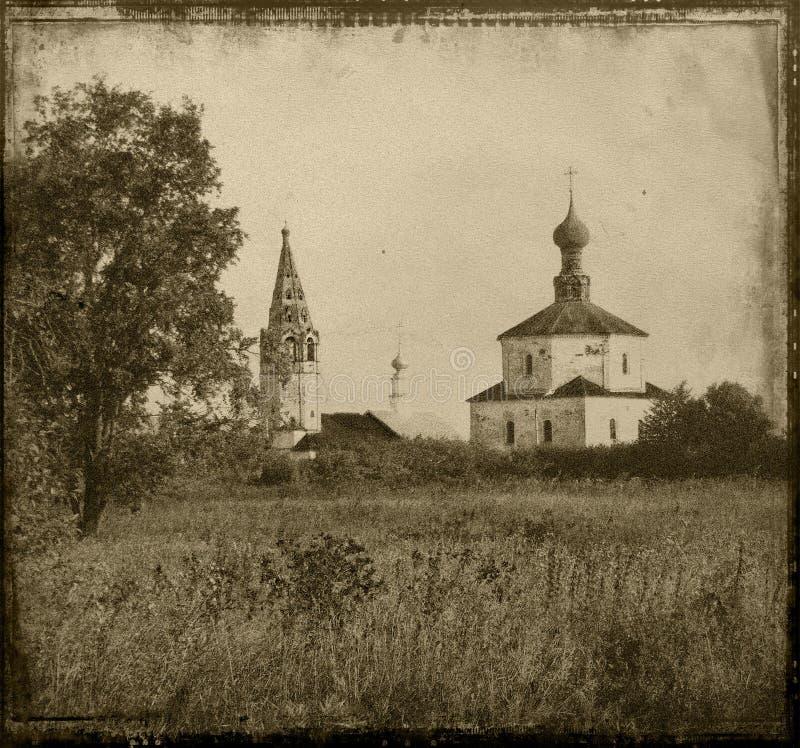 Retro stijllandschap met een Kerk Rusland Suzdal stock foto