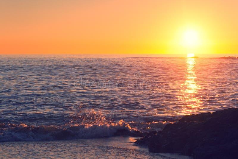 Retro stil för solnedgångstrand arkivfoton
