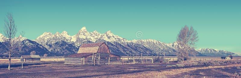 Retro- stilisierter berühmter großartiger Teton-Panoramablick, USA stockfotografie