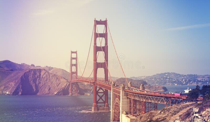 Retro- stilisiertes Bild Golden gate bridges lizenzfreie stockfotografie