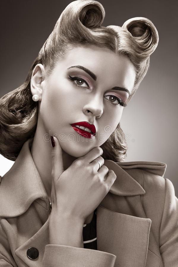 Retro Style Bw Portrait Styled Woman With Pin-Up Hairdo -8552