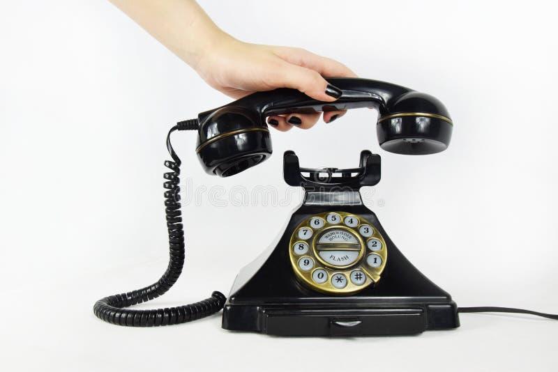 Retro telefon, hand som upp väljer mottagaren royaltyfria foton