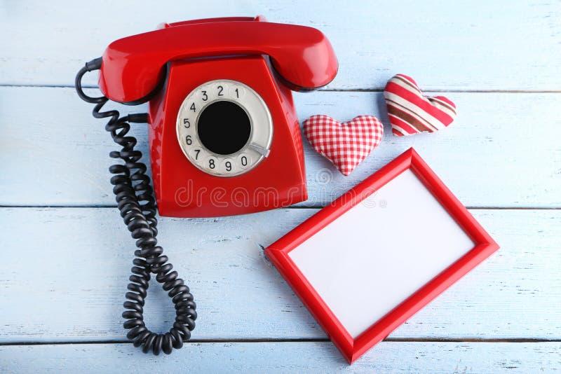 Retro telefono con la struttura della foto fotografie stock libere da diritti