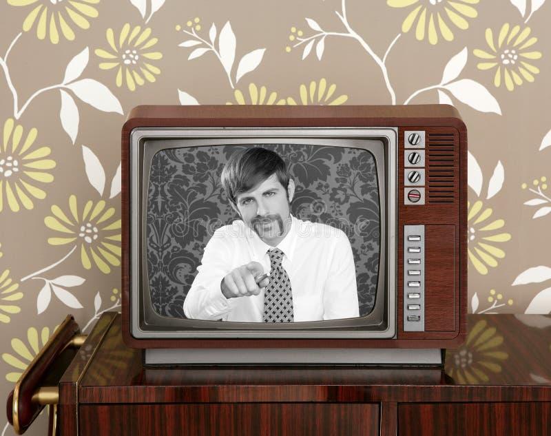 Retro televisione di legno dell'uomo dei baffi del presentatore della TV immagini stock