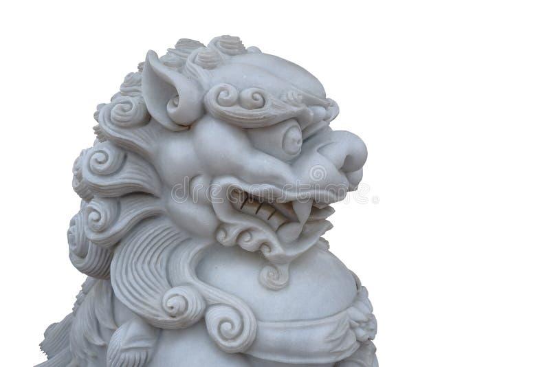 Retro traditionellt kinesiskt lejonhuvud för tappning som isoleras på en vit bakgrund royaltyfria bilder