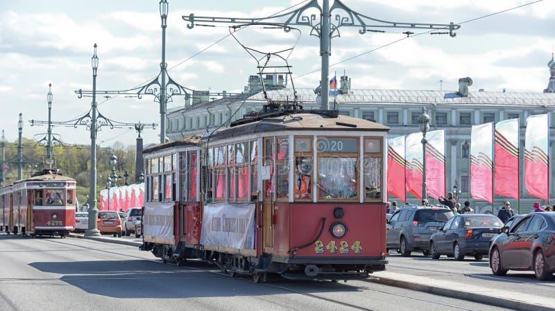 Download Retro tram redactionele stock foto. Afbeelding bestaande uit parade - 54082048