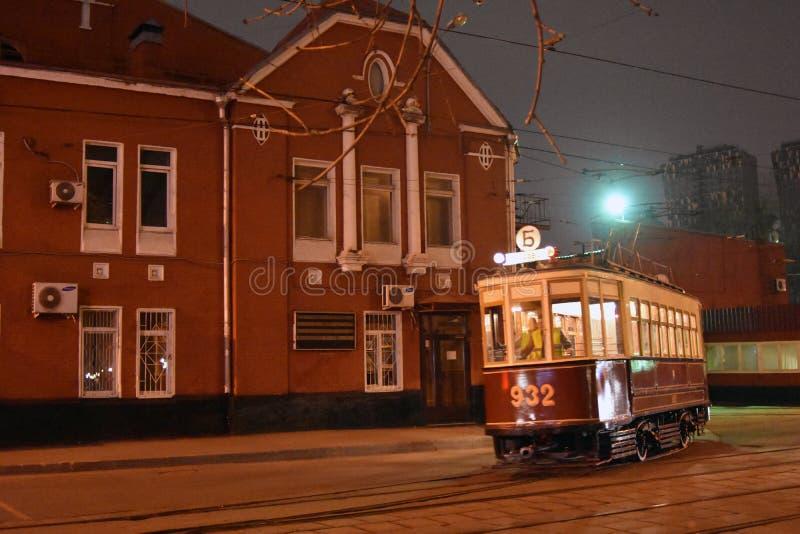 Retro tramspooraandrijving in de stadscentrum van Moskou royalty-vrije stock afbeelding