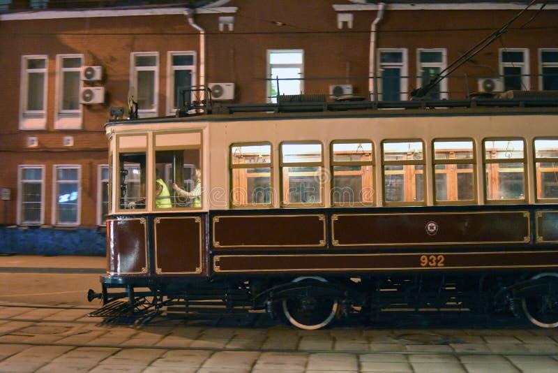 Retro tramspooraandrijving in de stadscentrum van Moskou royalty-vrije stock fotografie