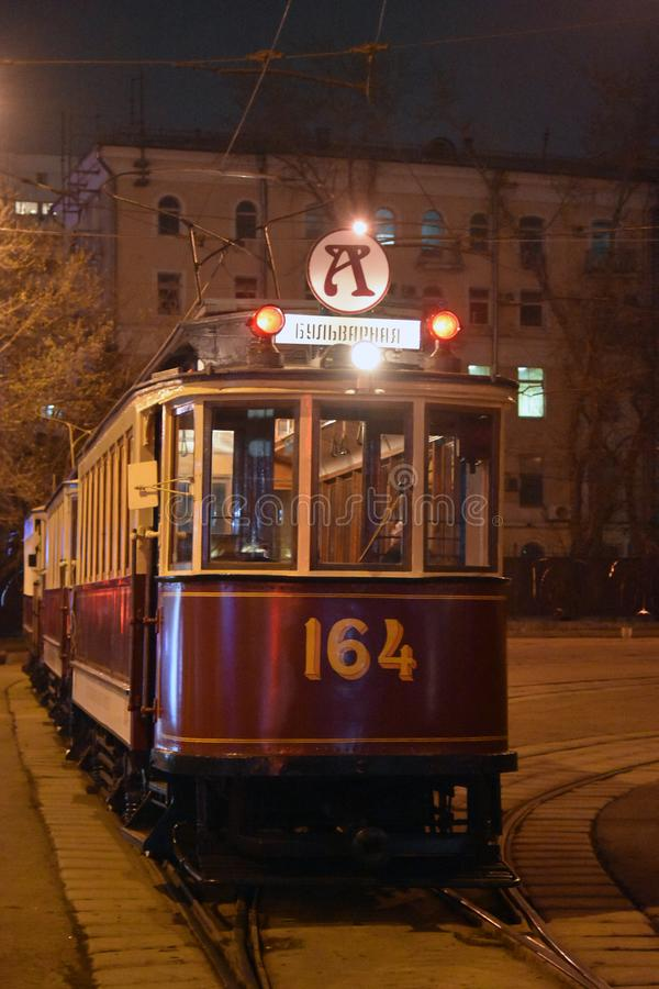 Retro tramspooraandrijving in de stadscentrum van Moskou stock foto's