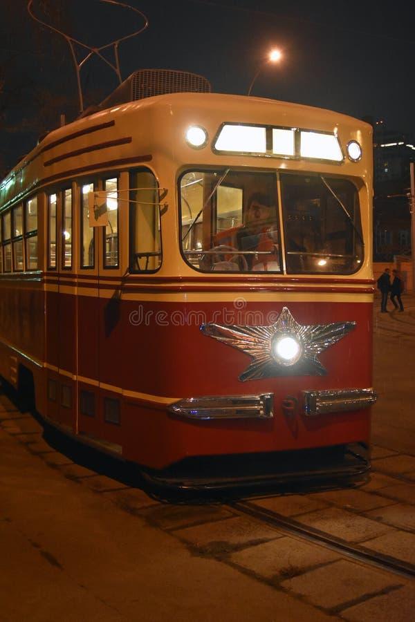 Retro tramspooraandrijving in de stadscentrum van Moskou stock foto
