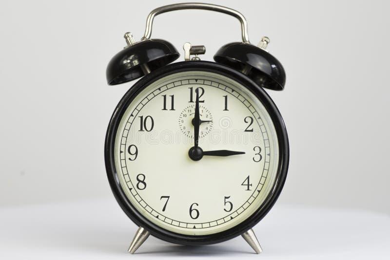 Retro- Uhr drei des Weckers lizenzfreie stockfotografie