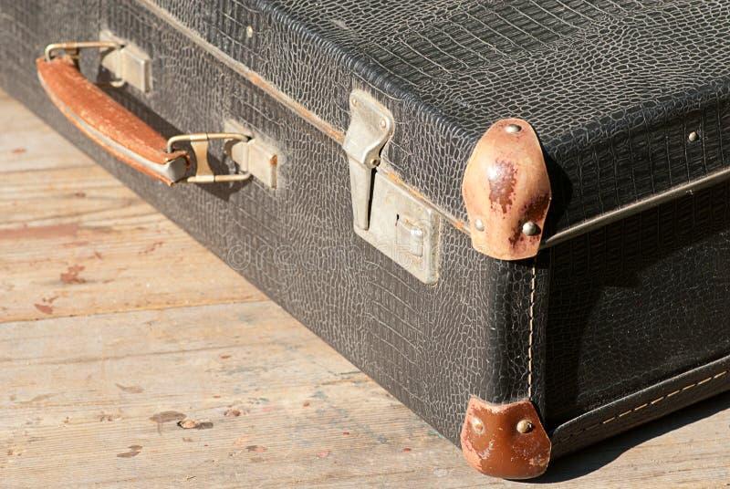 Retro uma mala de viagem para o curso fotografia de stock royalty free