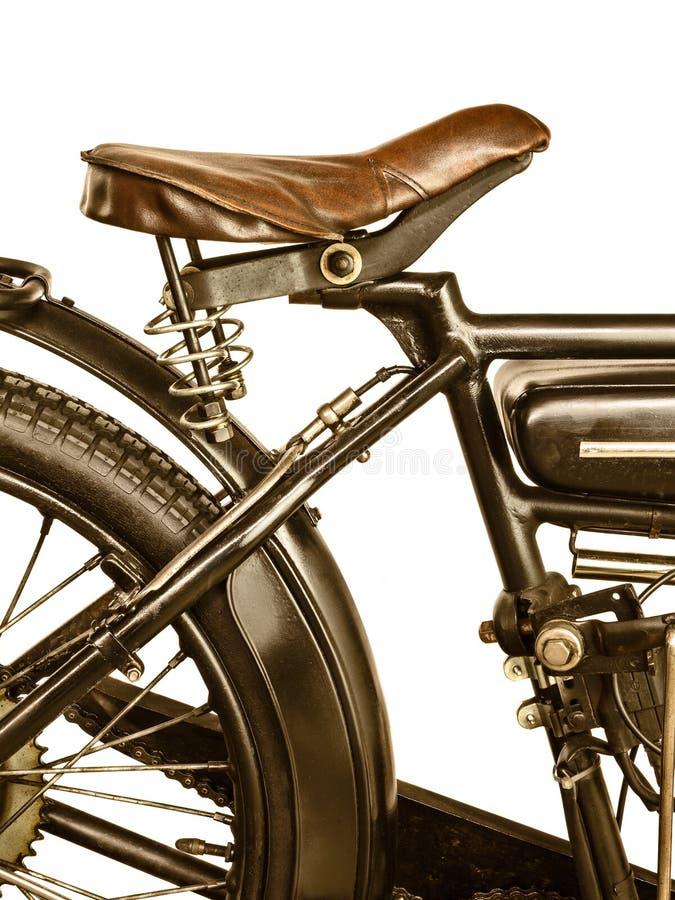 Retro utformad bild av en motorcykel som isoleras på vit royaltyfria bilder