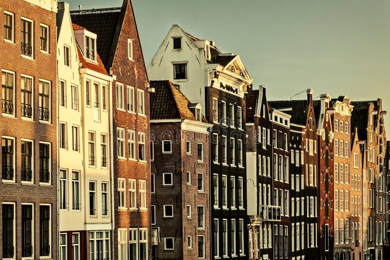 Retro utformad bild av forntida kanalhus i Amsterdam royaltyfri fotografi