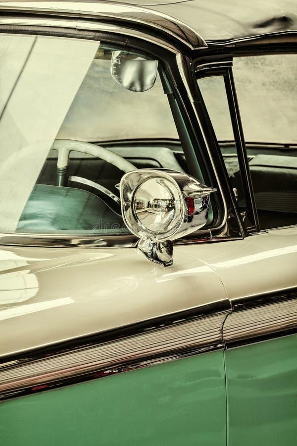 Retro utformad detalj av en tappningbil arkivbild