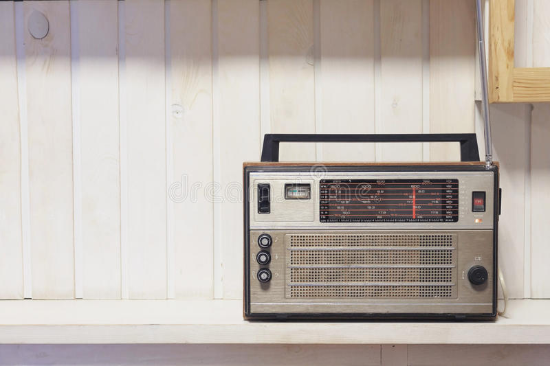 Retro vecchio fondo di legno bianco anteriore radiofonico Foto di stile dell'annata fotografia stock libera da diritti
