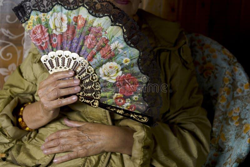 Retro ventaglio in mano femminile immagini stock libere da diritti
