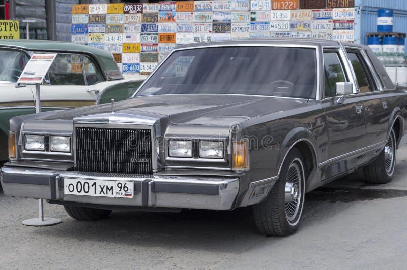 Retro versie van autolincoln town car 1989 royalty-vrije stock afbeelding