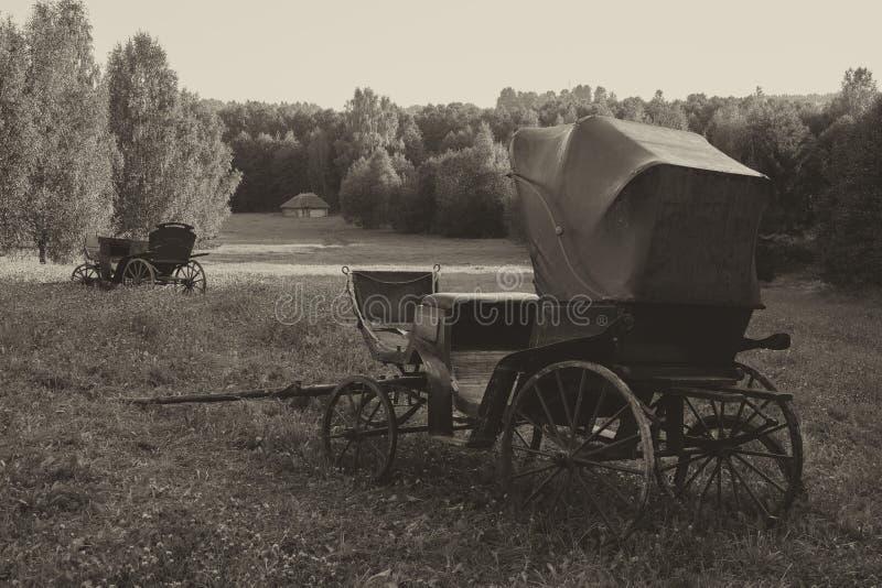 Retro Vintage Carriage Schwarzweißbild lizenzfreie stockbilder