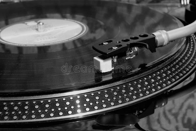 Retro vinylskivspelare för tappning med det gamla rekordet royaltyfri bild