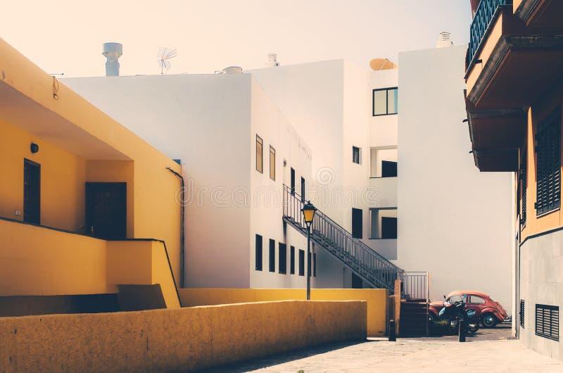 Retro vista delle isole Canarie della via nella città di Tenerife fotografie stock libere da diritti