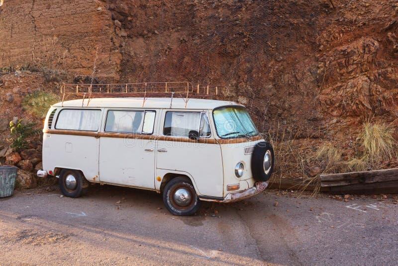 Retro Volkswagen skåpbil royaltyfria bilder