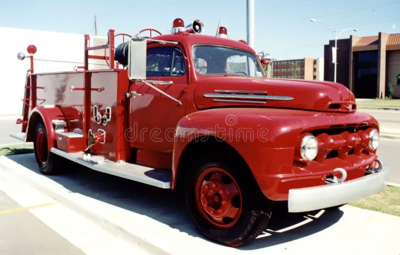 Retro vrachtwagen van de brandmotor royalty-vrije stock afbeeldingen