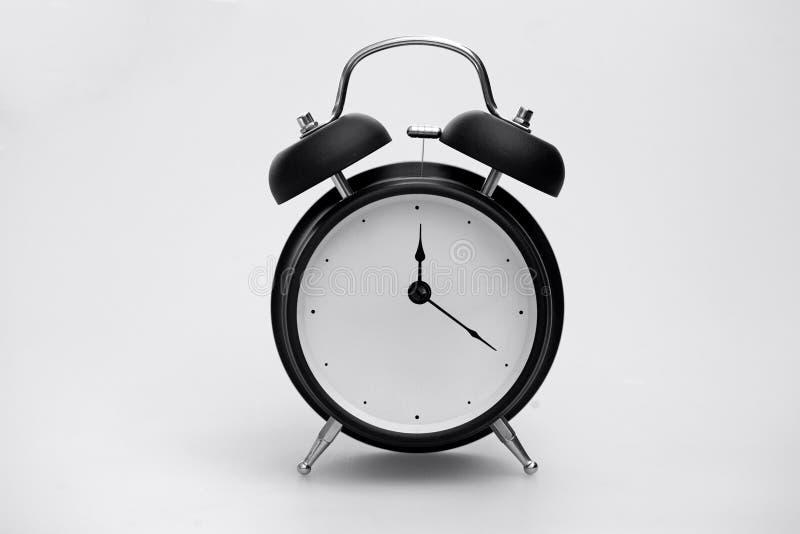 Retro- Wecker, der Zeit zeigt stockfoto