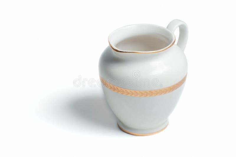 Retro- weißer Porzellanmilchkrug stockfoto