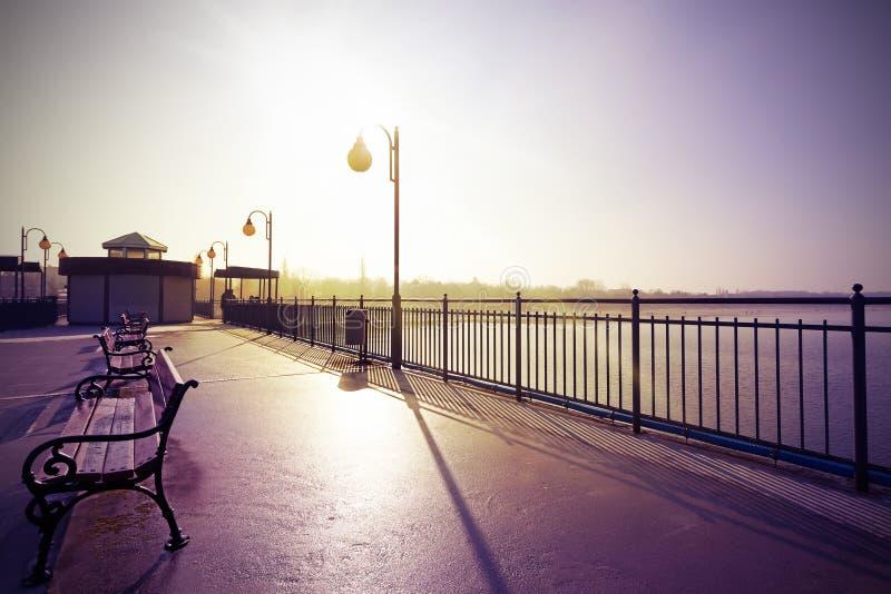 Retro wijnoogst filtreerde nostalgisch beeld van promenade royalty-vrije stock fotografie