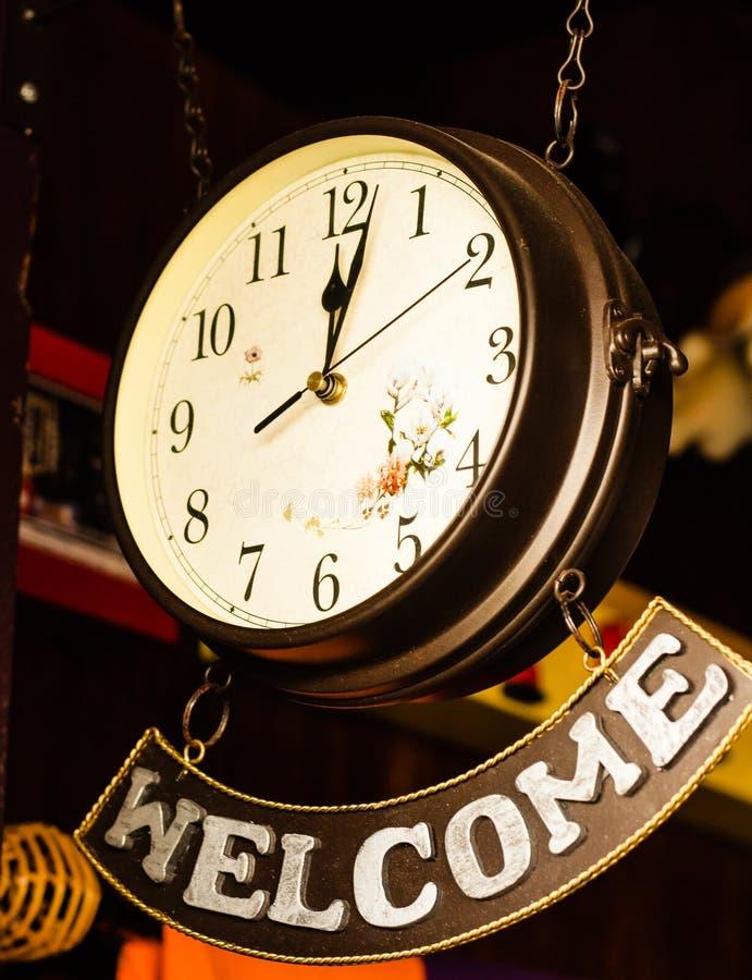 Retro zegar z mile widziany sztandarem zdjęcie royalty free