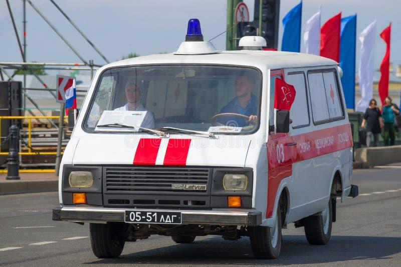 Retro ziekenwagenauto R.A.F. 22031 dichte omhooggaand van ?Latvija ? royalty-vrije stock fotografie