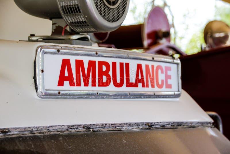 Retro ziekenwagenteken stock fotografie