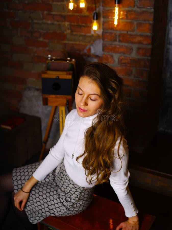Retrostilfoto eines Mädchens lizenzfreie stockbilder