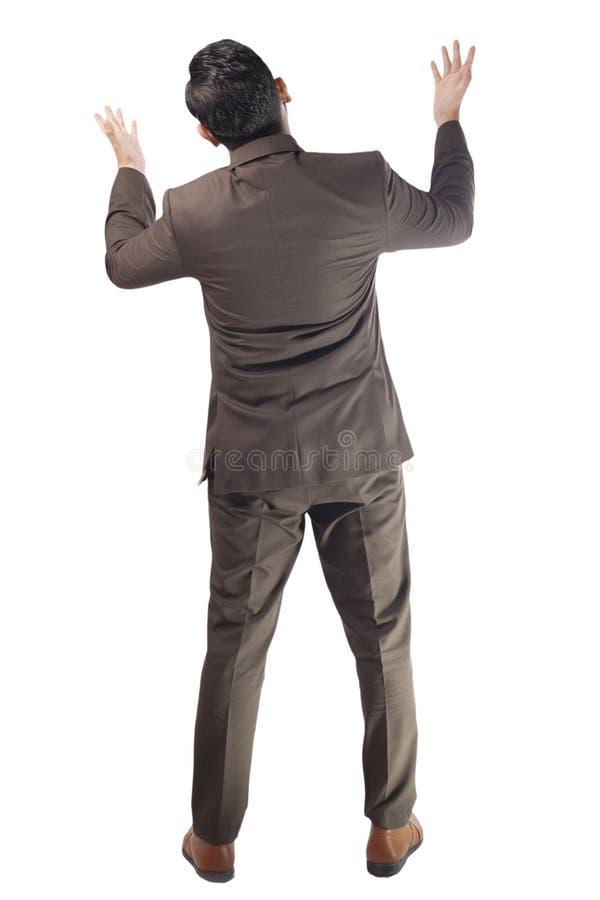 Retrovisione dell'uomo d'affari Looking Up Arguing Ritratto completo del corpo isolato su bianco immagine stock libera da diritti