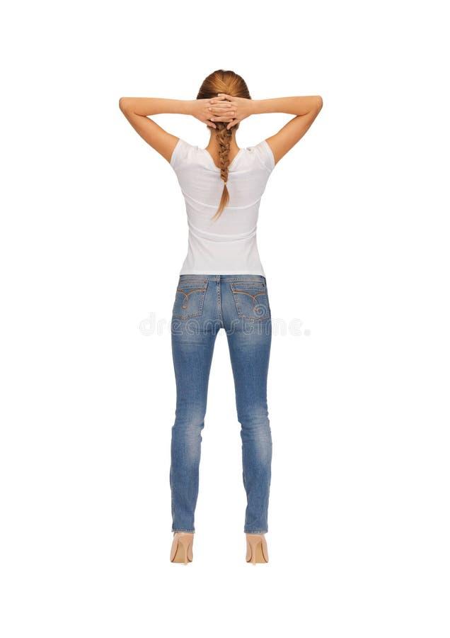 Retrovisione della donna in maglietta bianca in bianco fotografie stock libere da diritti