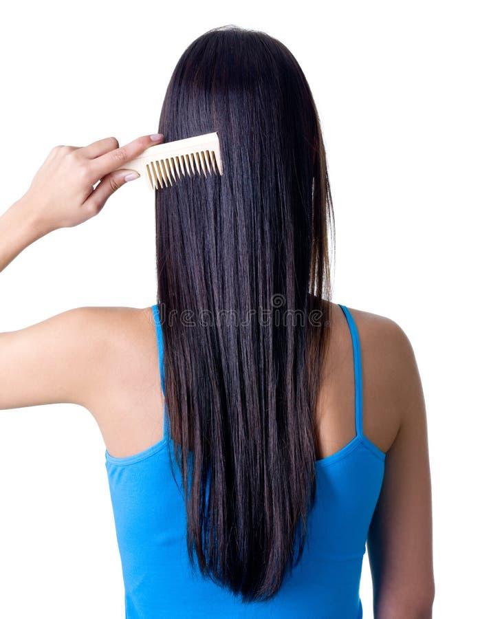 Retrovisione della ragazza che pettina capelli fotografia stock libera da diritti