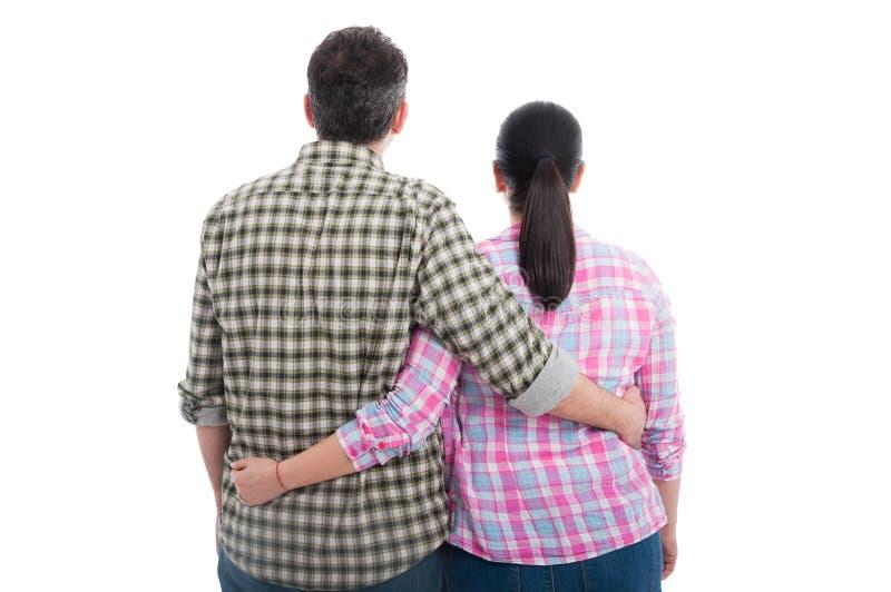 Retrovisione di giovani coppie che stanno insieme fotografia stock libera da diritti