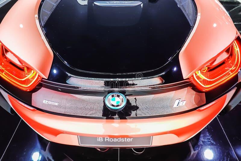 Retrovisione di un'automobile sportiva dell'automobile scoperta a due posti di BMW i8 montrata al quarantesimo salone dell'automo fotografia stock