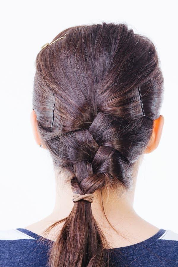 Retrovisione di una donna con capelli intrecciati fotografia stock