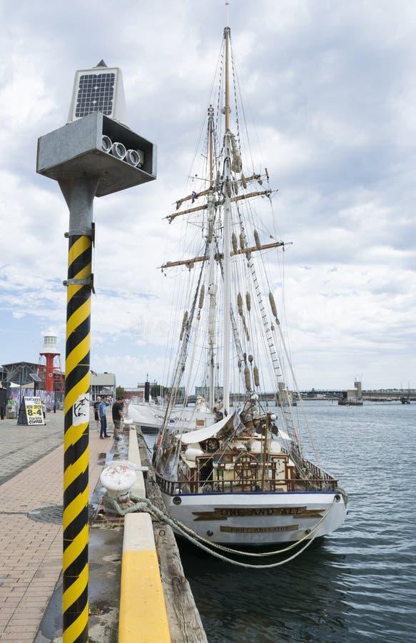 Retrovisione: Navi alta una e tutta, porta Adelaide, SA immagini stock libere da diritti