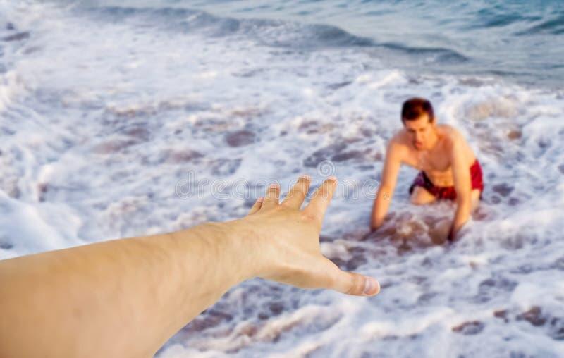 Rettung auf dem Strand lizenzfreie stockfotos