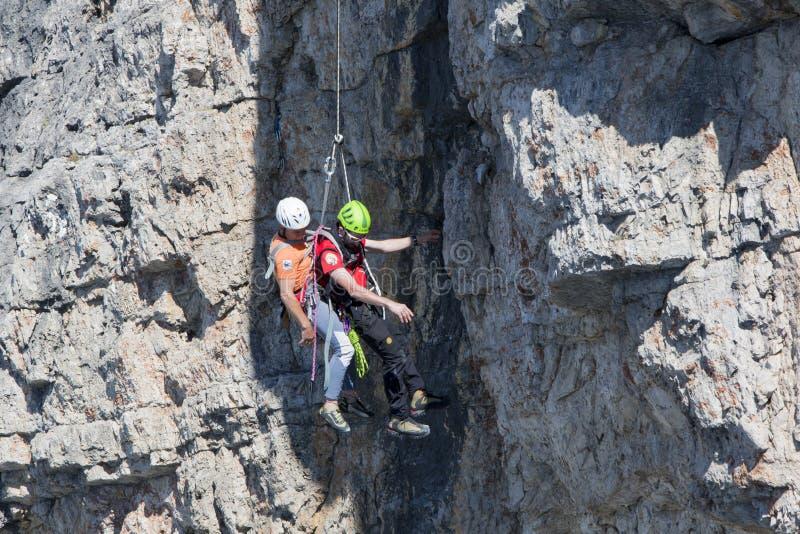 Rettung im Berg von Dolomit, Italien lizenzfreie stockbilder